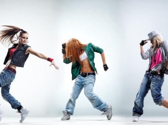 Современные танцы – хобби для активных девушек