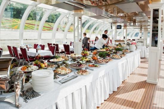 Романтичное свадебное торжество на палубе теплохода2