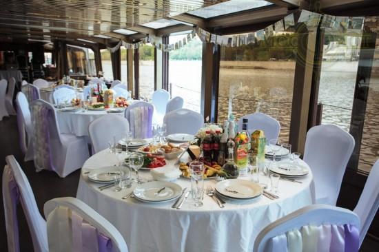 Романтичное свадебное торжество на палубе теплохода3